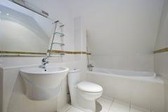 Dachbodenbadezimmer Stockfotografie