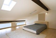 Dachbodeninnenraum Stockfoto