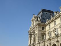 Dachdetail im Louvre Paris stockbilder