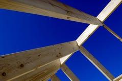 Dachfeld und blauer Himmel des freien Raumes Stockfotos