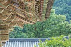 Dachgesimse, Tempel, traditionelle koreanische Artarchitektur Lizenzfreie Stockfotografie