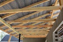 Dachowa kontrahent naprawa Drewniana dachowa budowa dom Moscow budynku miasta Obraz Royalty Free