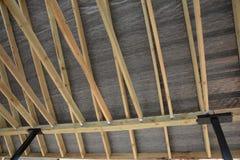 Dachowa kontrahent naprawa Drewniana dachowa budowa dom Moscow budynku miasta Zdjęcie Stock