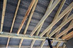 Dachowa kontrahent naprawa Drewniana dachowa budowa dom Moscow budynku miasta Zdjęcie Royalty Free
