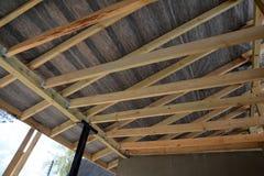 Dachowa kontrahent naprawa Drewniana dachowa budowa dom Moscow budynku miasta Obrazy Stock
