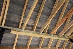 Dachowa kontrahent naprawa Drewniana dachowa budowa dom Moscow budynku miasta Zdjęcia Stock