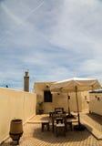 Dachowa odgórna kawiarnia na tarasie muzeum w Fes, Maroko Obrazy Royalty Free