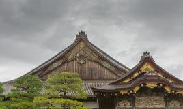 Dachowa struktura Ninomaru pałac przy Nijo kasztelem Zdjęcia Stock
