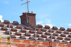 Dachowe płytki w stosach Dachowa naprawa Fotografia Stock