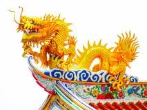 Dachowego odgórnego chińskiego sztuka smoka pięcia dachu wierzchołka świątyni chmury sztuki architectue wiary złotego nowego styl Zdjęcia Royalty Free