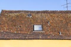 Dachowej płytki wzór nad niebieskim niebem Fotografia Royalty Free