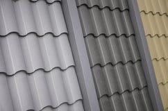 Dachowi szablony od metal płytki Kilka dachowi pokrywa kawałki fotografia stock