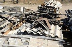 Dachowi talerze od budynek rozbiórki obraz stock