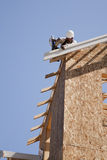 dachowy budowa pracownik Zdjęcia Royalty Free