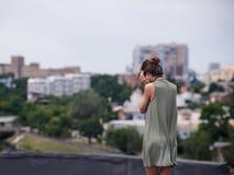 Dachowy depresji kobiety samotności pojęcie obrazy stock