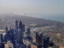 Dachowy widok na Dubaj od 154th podłogi Burj Khalifa zdjęcie stock