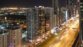 Dachowy widoku 4k czasu upływ na głównej ulicie w Dubai zdjęcie wideo