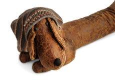 Dachshund del juguete en un sombrero que hace punto Fotos de archivo libres de regalías