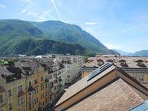 Dachspitze und Mountain View von Bozen stockfoto