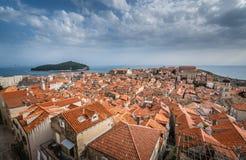 Dachspitzen alter Stadt Dubrovniks stockfoto
