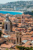 Dachspitzen der alten Stadt nett in Frankreich Stockbilder