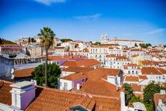 Dachspitzen der alten Stadt von Lissabon, Alfama Stockfotografie