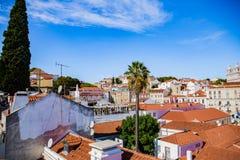 Dachspitzen der alten Stadt von Lissabon, Alfama Lizenzfreie Stockbilder