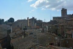 Dachspitzen der alten Stadt von Volterra in Italien Stockfoto