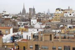 Dachspitzen der einwandernden Nachbarschaft von Raval, Barcelona, Spanien lizenzfreie stockfotos