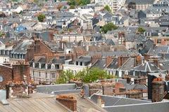 Dachspitzen der europäischen Stadt Lizenzfreie Stockfotografie