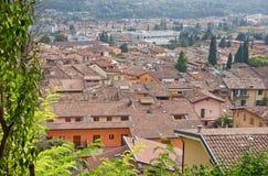 Dachspitzen in der italienischen Stadt Stockfotos
