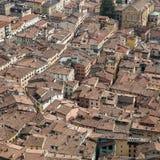 Dachspitzen der kleinen italienischen Stadt Lizenzfreie Stockbilder