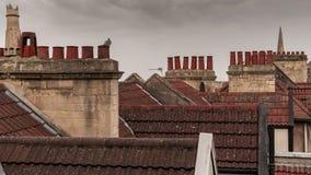 Dachspitzen, Fliesen und Kamine stockfotos