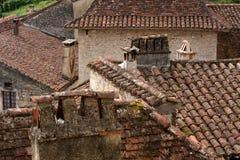 Dachspitzen im alten französischen Dorf Stockfotografie