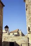 Dachspitzen im Süden von Frankreich stockbilder
