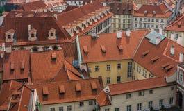 Dachspitzen in im Stadtzentrum gelegenem Prag Stockbild