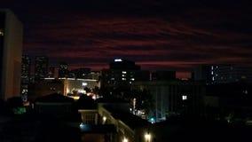 Dachspitzen-Stadtansicht nachts Stockbilder