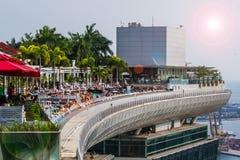 Dachspitzen-Swimmingpool stockfotos
