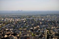 Dachspitzen und ein Stadtbild Stockfotografie