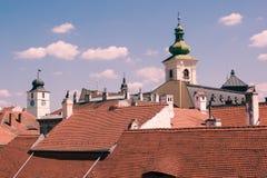 Dachspitzen und Kontrolltürme Stockfotos