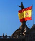 Dachspitzen und spanische Markierungsfahne Stockfotografie