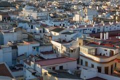 Dachspitzenansicht gesehen vom Metropol-Sonnenschirm in Sevilla stockbild