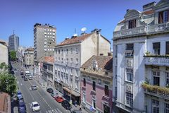 Dachspitzenansicht von einer von Hauptstraßen in Belgrad, Serbien lizenzfreies stockbild