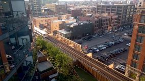 Dachspitzenansicht von Fulton Market District in Chicago See und Halsted Streets stock video footage
