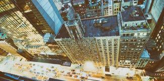 Dachspitzenansicht von Midtown Manhattan Skylinen und von Stadtverkehr, stre Stockfoto