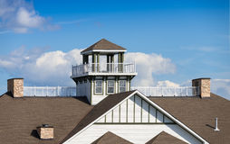 Dachspitzengazebo und -balkon Lizenzfreie Stockfotografie