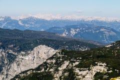 从Dachstein山,观看平台,奥地利的5个手指的美好的阿尔卑斯视图 免版税库存图片