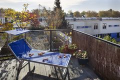Dachterrasse im Herbst lizenzfreie stockfotos