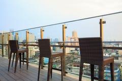 Dachu bar i restauracja budynku pejzaż miejski Zdjęcia Stock