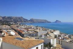 Dachy Altea Hiszpania i morze śródziemnomorskie Fotografia Royalty Free